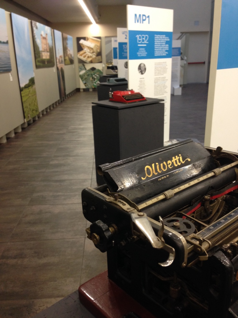 Typewriting Olivetti Alba
